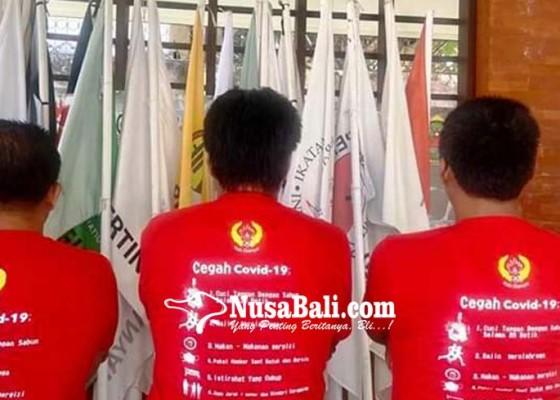 Nusabali.com - koni-gianyar-bagikan-hand-sanitizer-dan-brosur