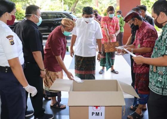 Nusabali.com - pmi-bantu-apd-untuk-paramedis-rsud-buleleng