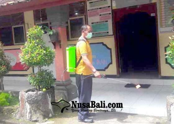 Nusabali.com - sdn-1-menanga-semprotkan-disinfektan