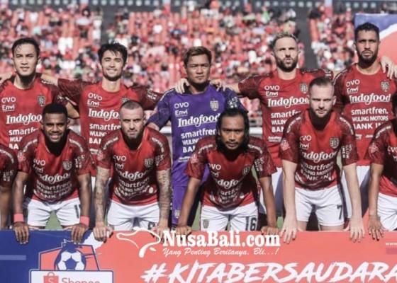 Nusabali.com - pemain-senior-bali-united-lelang-jersey