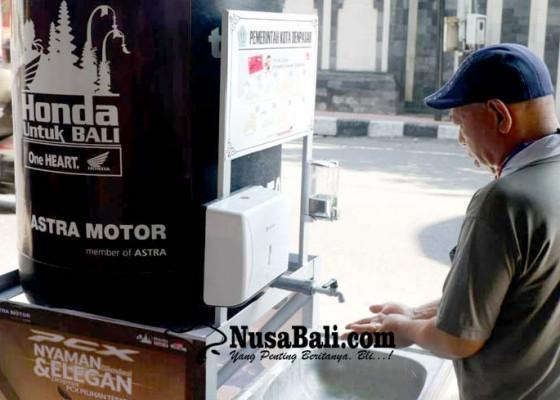 Nusabali.com - warga-denpasar-manfaatkan-wastafel-umum