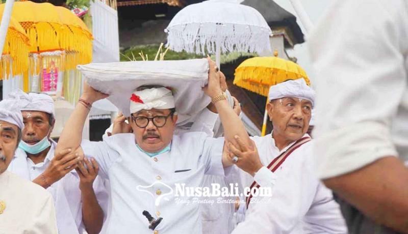 www.nusabali.com-wagub-mundut-pralingga-bhatara-lingsir-di-pura-besakih