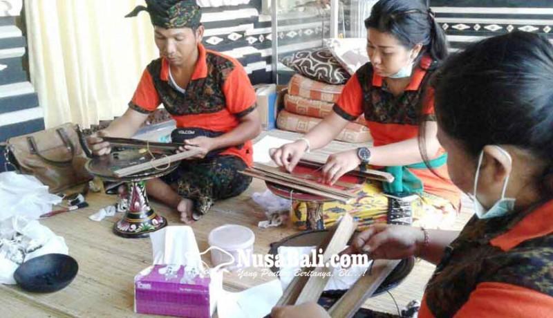 www.nusabali.com-penyuluh-bahasa-bali-stop-sementara-konservasi-lontar