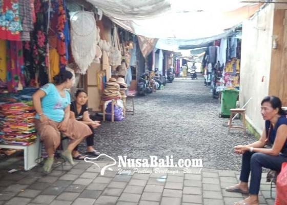 Nusabali.com - pasar-seni-sukawati-makin-sepi