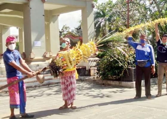Nusabali.com - kmhdi-sumsel-ngayah-di-piodalan-pura-agung-sriwijaya