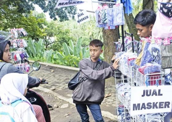 Nusabali.com - penjual-masker-kaki-lima