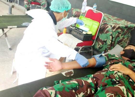Nusabali.com - yonif-mekanis-garuda-nusantara-sumbang-20-kantong-darah