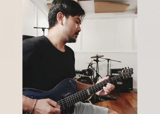 Nusabali.com - gitaris-doni-lesmana-ajak-jamming-daring