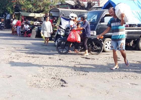 Nusabali.com - jalan-terminal-banyuasri-rusak-parah