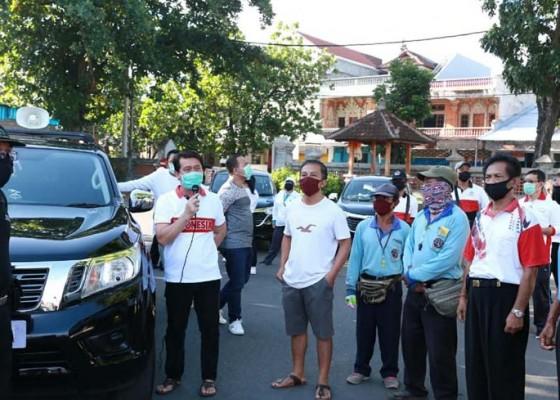 Nusabali.com - pedagang-bandel-berjualan-di-terminal