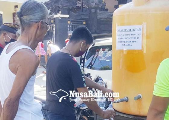 Nusabali.com - desa-adat-sukasada-bagikan-5000-liter-disinfektan