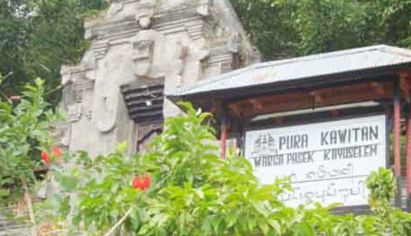 www.nusabali.com-pujawali-di-pura-kawitan-kayuselem-wargi-muspa-di-rumah-masing-masing