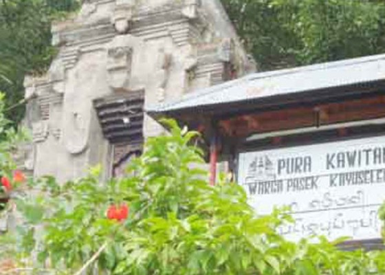 Nusabali.com - pujawali-di-pura-kawitan-kayuselem-wargi-muspa-di-rumah-masing-masing