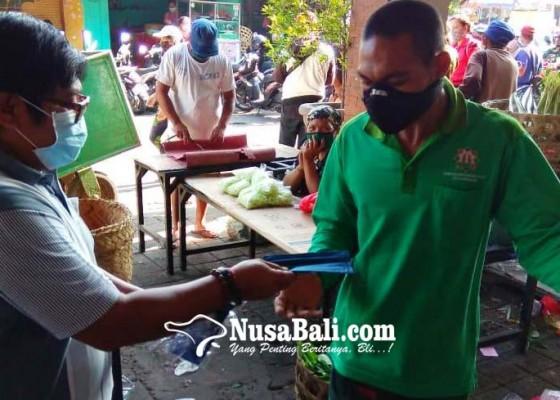 Nusabali.com - fraksi-nasdem-psi-bagi-1500-masker-di-pasar-ketapian