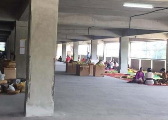 Nusabali.com - buat-pasar-di-parkir-objek
