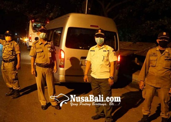 Nusabali.com - 21-pmi-dihadang-warga-di-candidasa