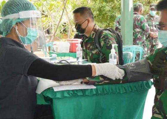 Nusabali.com - pangdam-donor-darah-bersama-prajurit