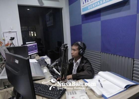 Nusabali.com - belajar-di-rri-guru-mengajar-lewat-radio