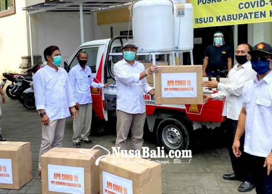 Nusabali.com - anggota-dprd-karangasem-dari-gerindra-potong-gaji-beli-apd-untuk-tenaga-medis