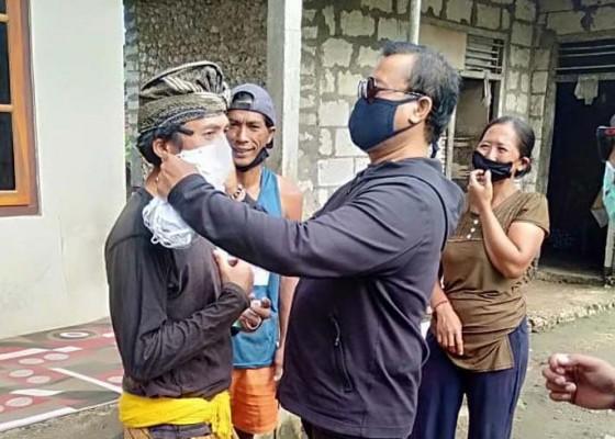 Nusabali.com - wakil-ketua-dprd-bagikan-2000-masker-dan-beras-17-ton