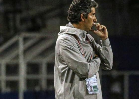 Nusabali.com - teco-puji-kualitas-pelatih-liga-1