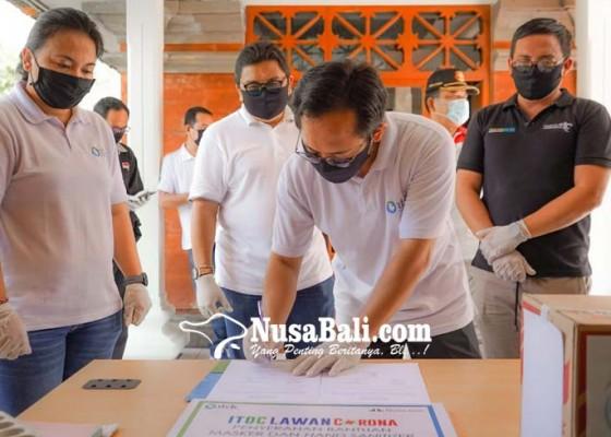 Nusabali.com - itdc-nusa-dua-bagikan-masker-dan-hand-sanitizer-kepada-jurnalis