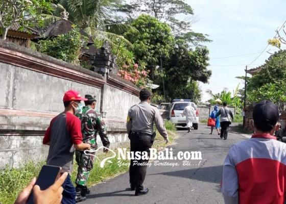 Nusabali.com - positif-corona-tukang-suwun-dijemput-ke-rumahnya