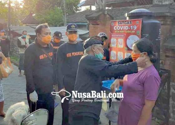 Nusabali.com - desa-adat-subagan-semprotkan-disinfektan-dan-bagikan-masker