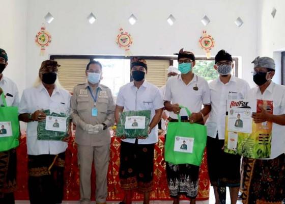 Nusabali.com - senator-gde-agung-bagikan-disinfektan-dan-masker