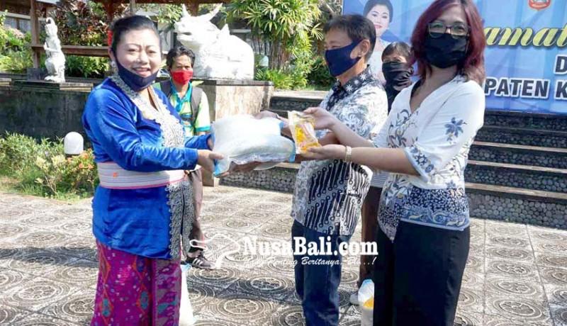 www.nusabali.com-pekerja-dlh-karangasem-dapat-bantuan-547-ton-beras