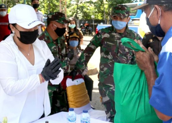 Nusabali.com - 350-paket-sembako-dan-masker-dibagikan-kepada-sopir-trans-serasi