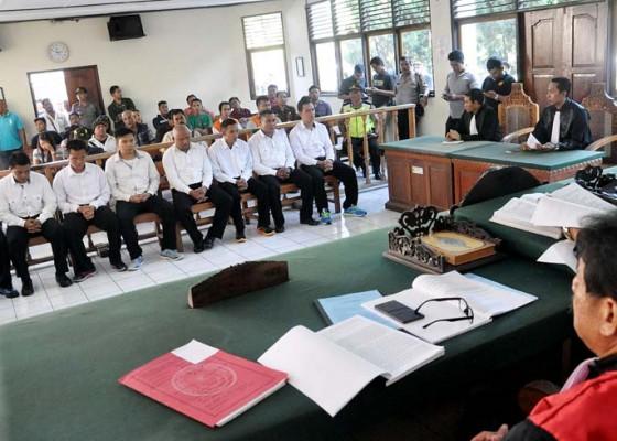 Nusabali.com - 2-terdakwa-diganjar-4-tahun-6-terdakwa-kena-3-tahun