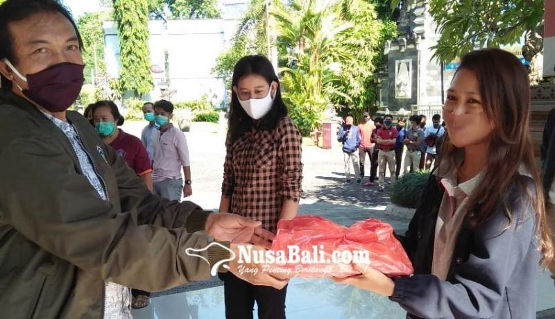 www.nusabali.com-mahasiswa-luar-buleleng-dapat-sembako