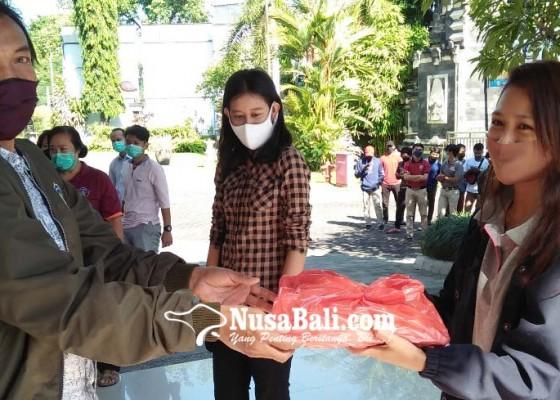 Nusabali.com - mahasiswa-luar-buleleng-dapat-sembako