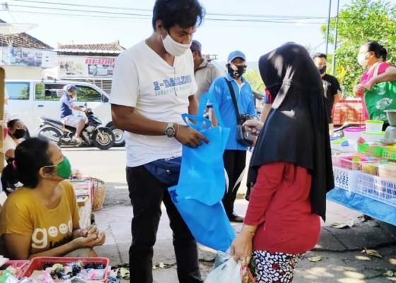 Nusabali.com - pedagang-kalibukbuk-dirazia-penggunaan-kantong-plastik