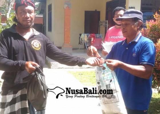Nusabali.com - desa-adat-bangbang-bagikan-650-paket-sembako