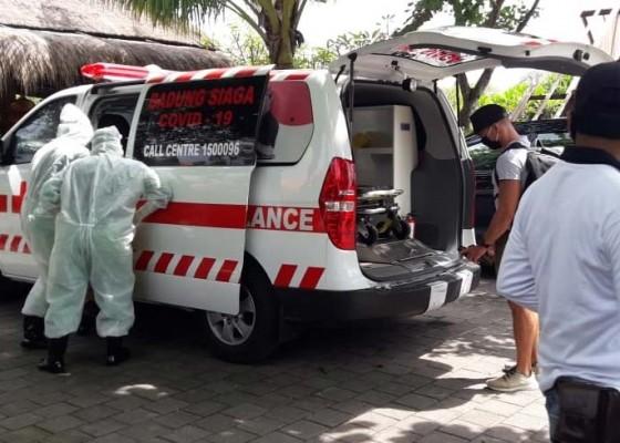 Nusabali.com - mengeluh-sakit-wisatawan-jerman-dievakuasi-tim-covid-19
