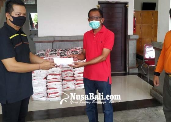 Nusabali.com - wabup-kembang-sumbangkan-100-persen-gaji