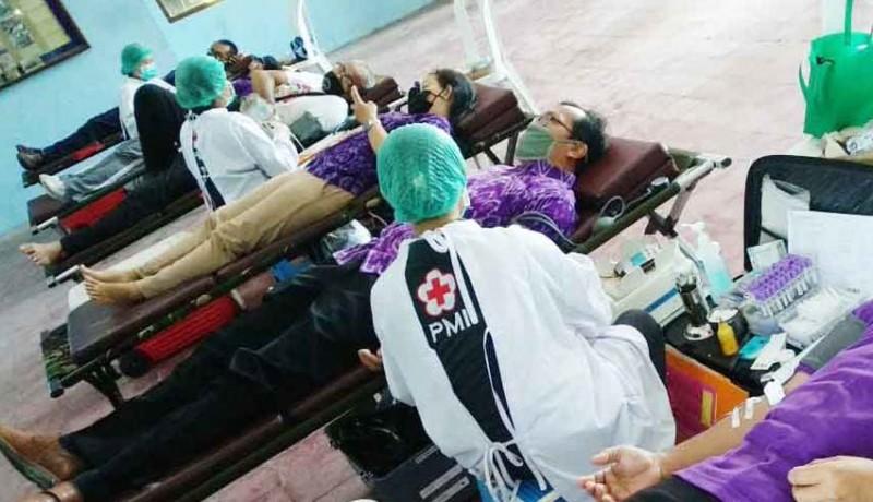 www.nusabali.com-peringati-hari-buruh-fsp-par-donor-darah