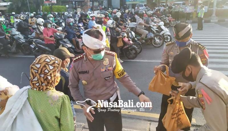www.nusabali.com-bagi-takjil-sambil-imbau-masyarakat-tidak-mudik