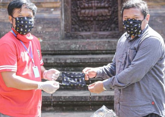 Nusabali.com - bali-united-bagikan-25-ribu-masker-ke-pemkab-bangli
