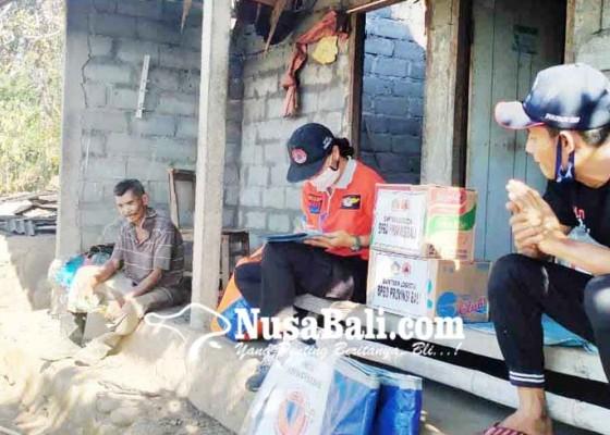 Nusabali.com - bpbd-bantu-korban-kebakaran-di-banjar-babakan