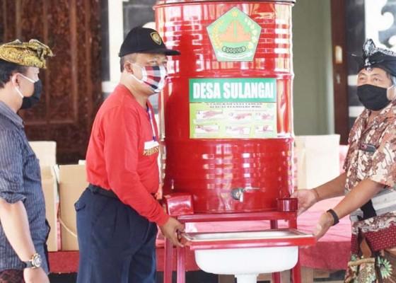 Nusabali.com - pj-perbekel-sulangai-bagikan-apd-ke-warga