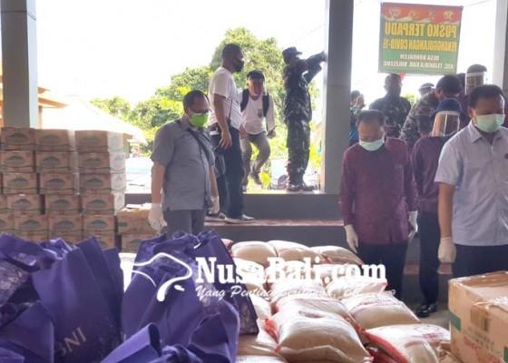 Nusabali.com - gubernur-koster-serahkan-bantuan-di-kedonganan-badung-dan-bondalem-buleleng
