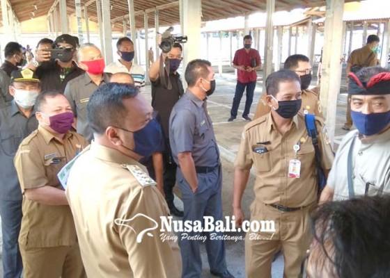 Nusabali.com - pedagang-di-pelataran-terancam-kepanasan