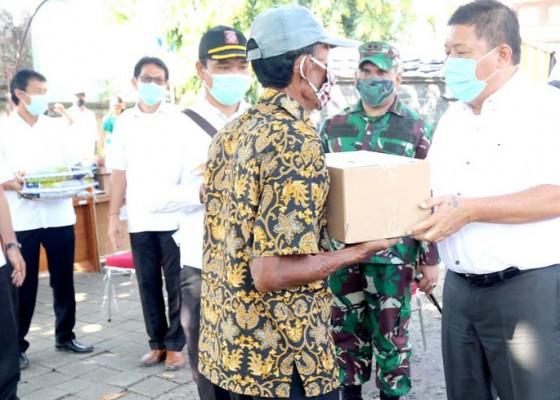 Nusabali.com - bupati-artha-kucurkan-bantuan-jaring-pengaman-sosial