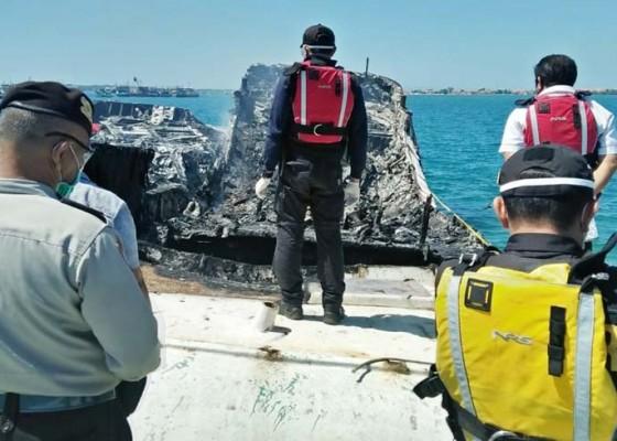 Nusabali.com - dua-kapal-terbakar-di-pelabuhan-benoa