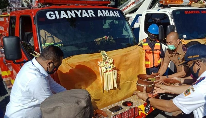 www.nusabali.com-pemkab-gianyar-beli-8-unit-mobil-baru