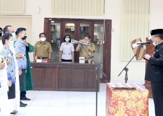 Nusabali.com - bupati-artha-lantik-188-pns-melalui-video-conference