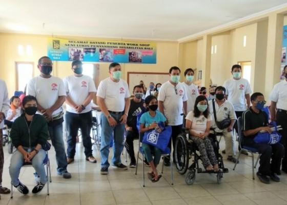 Nusabali.com - bravo-lima-bali-bantu-sembako-penyandang-disabilitas